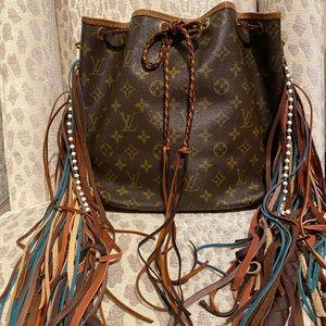 Flash sale! Authentic Louis Vuitton Petit Noe